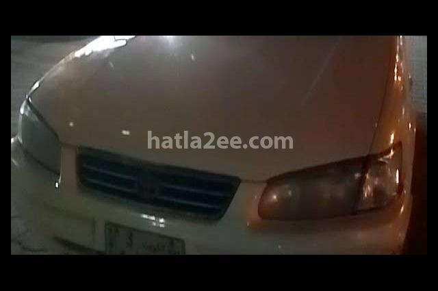Camry Toyota أبيض