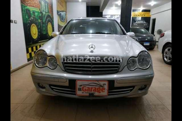C 200 Mercedes فضي