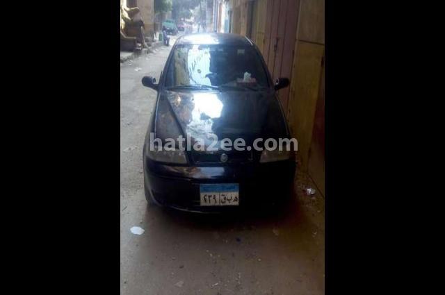 Petra Fiat أسود