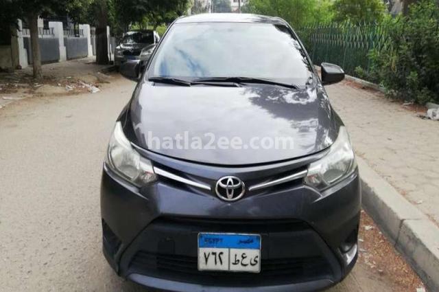 Yaris Toyota رمادي