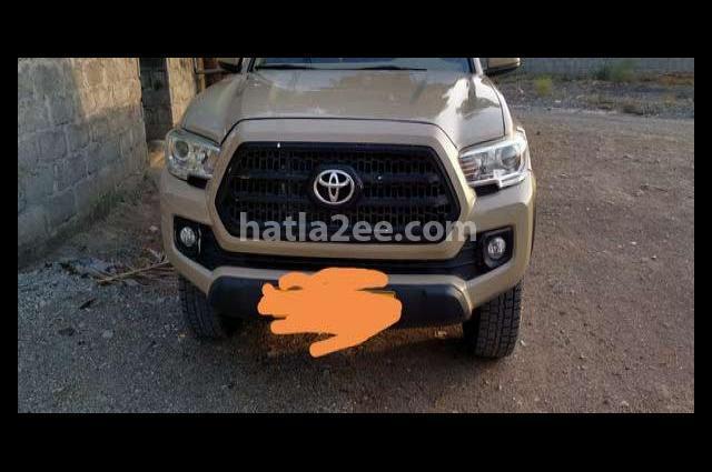 Tacoma Toyota بني
