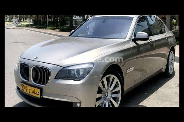 740 BMW ذهبي