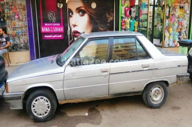 9 Renault فضي