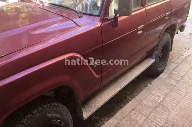 Land Cruiser Toyota احمر غامق
