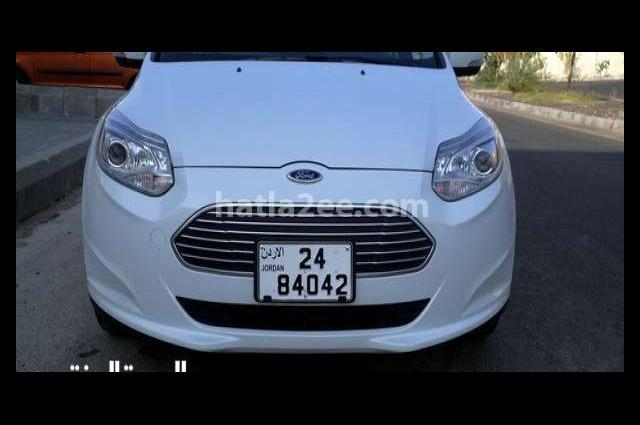 Focus Ford White