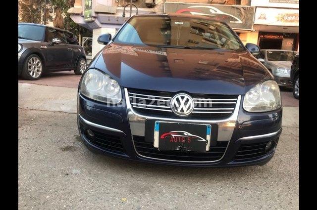 Jetta Volkswagen الأزرق الداكن