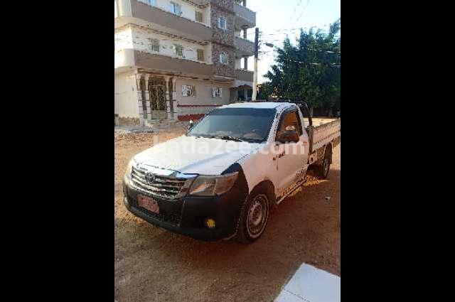 Hilux Toyota أبيض