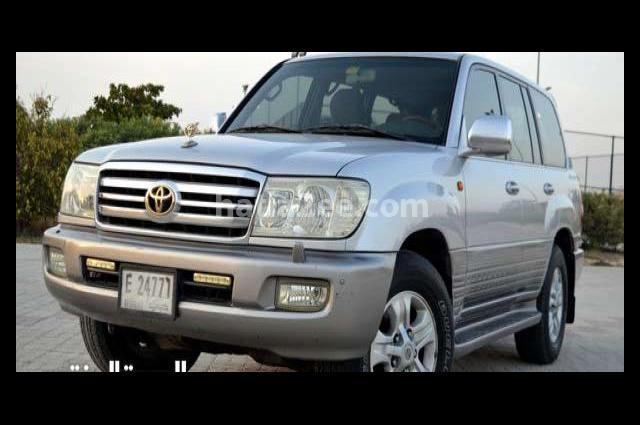 Land Cruiser Toyota فضي