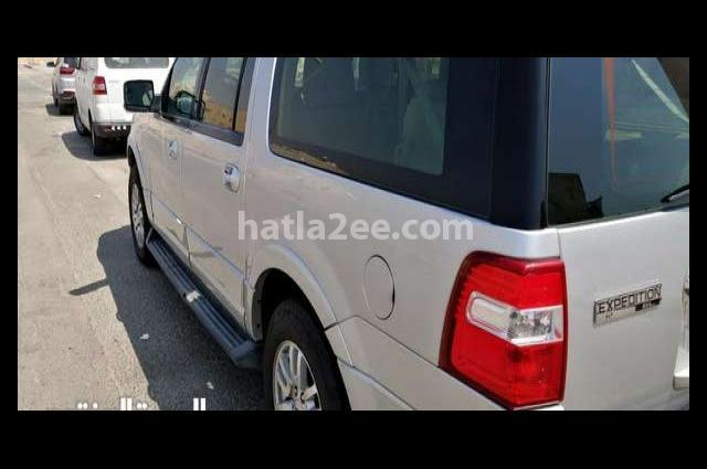Expedition Ford رمادي