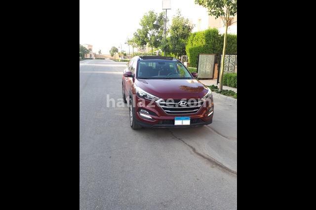 Tucson Hyundai Dark red