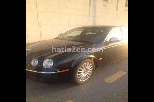 S-Type Jaguar أسود