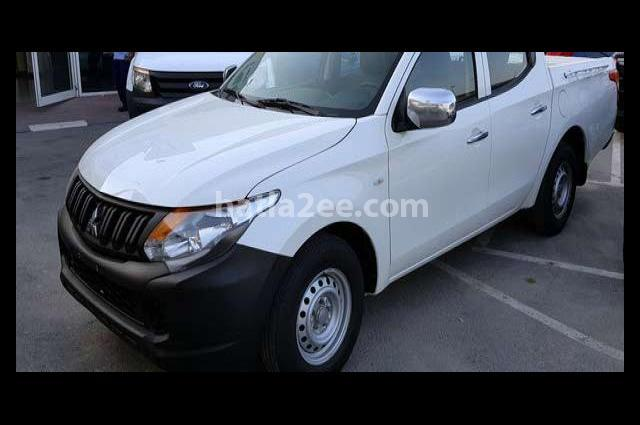 Pickup Mitsubishi أبيض