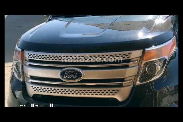Explorer Ford أسود