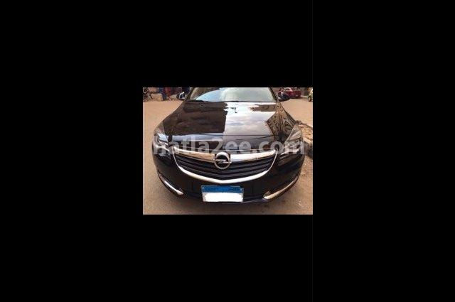 Insignia Opel أسود