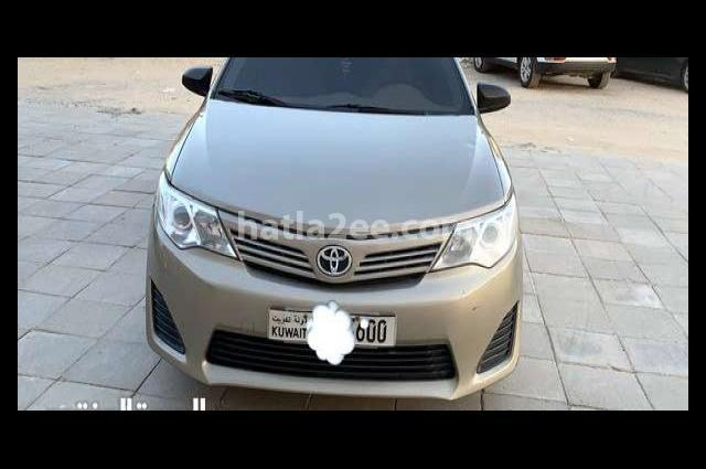 Camry Toyota بني