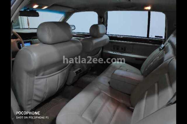 SRX Cadillac أسود