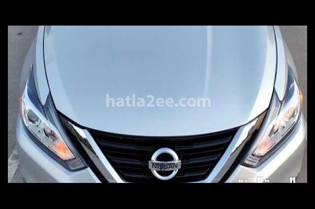 Altima Nissan فضي