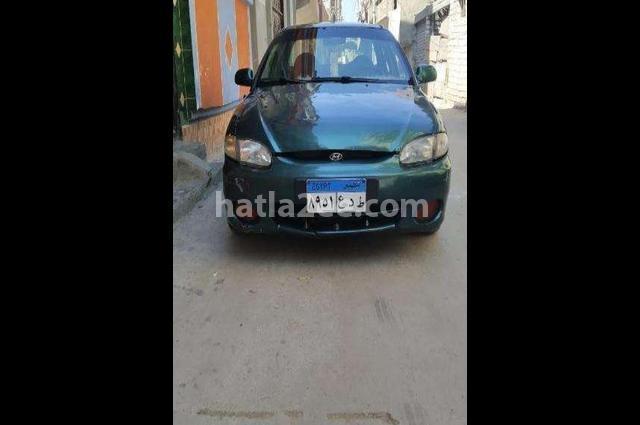 Accent Hyundai Dark green