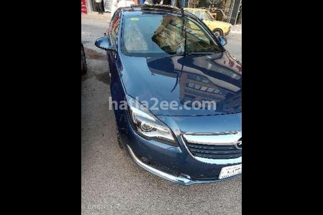 Insignia Opel الأزرق الداكن