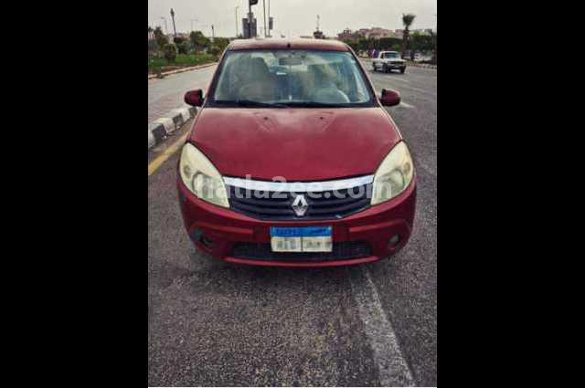 Sandero Renault احمر