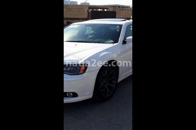 300 Chrysler أبيض