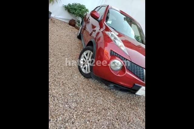 Juke Nissan احمر غامق