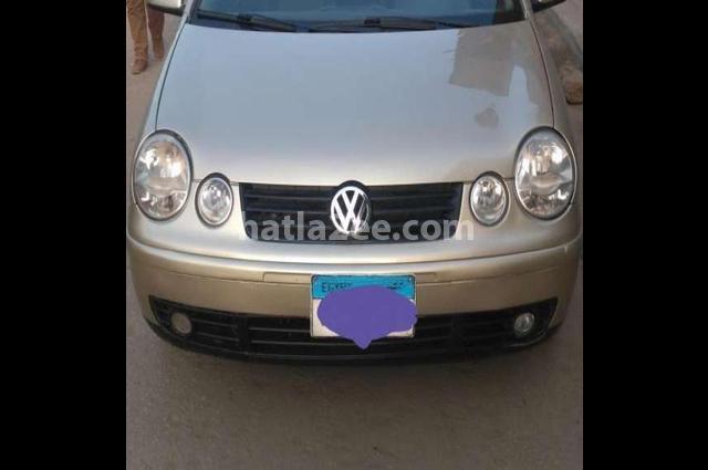 Polo Volkswagen ذهبي