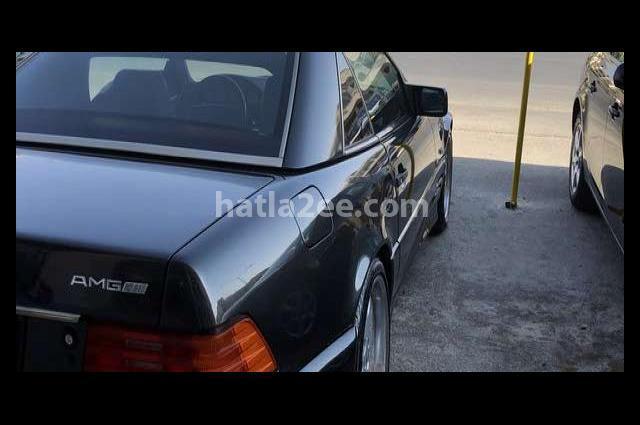 SL Class Mercedes أسود