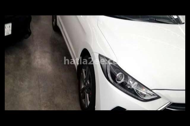 Elantra Hyundai أبيض