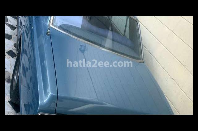 Crown Toyota أزرق