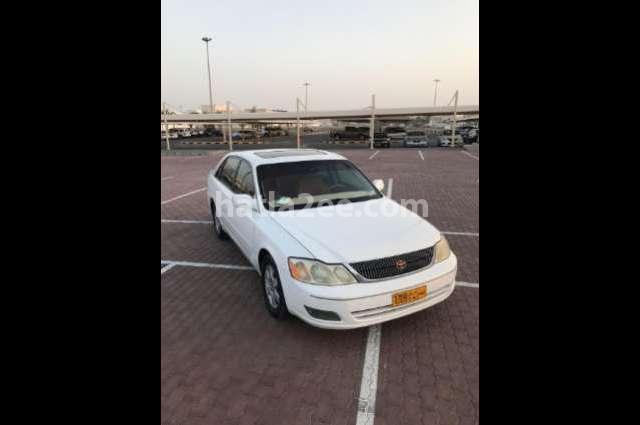 Avalon Toyota أبيض