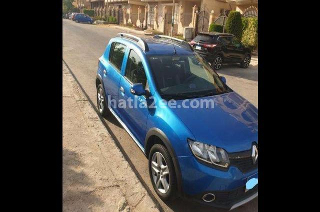 Sandero Renault الأزرق الداكن