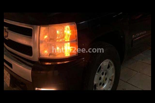 Silverado Chevrolet أسود