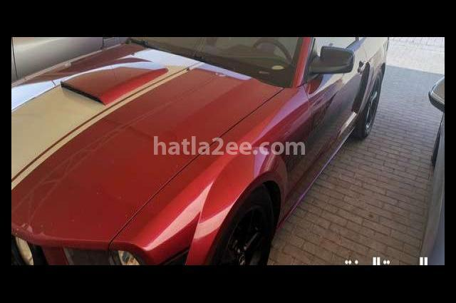 Mustang Ford احمر غامق