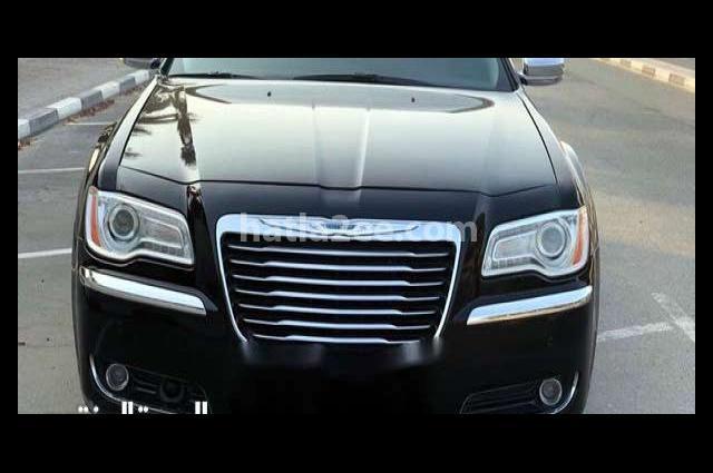 300 Chrysler أسود
