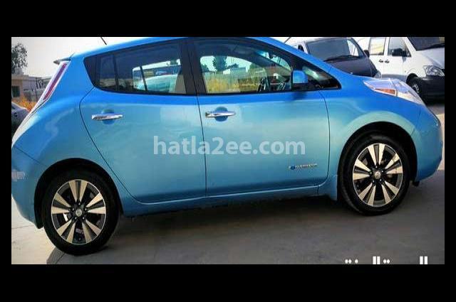 LEAF Nissan أزرق