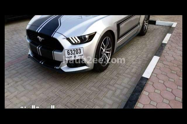 Mustang Ford فضي