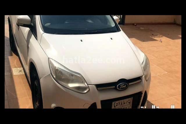 Focus Ford أبيض