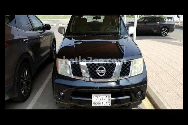 Pathfinder Nissan أسود
