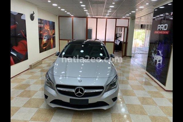 CLA 200 Mercedes فضي