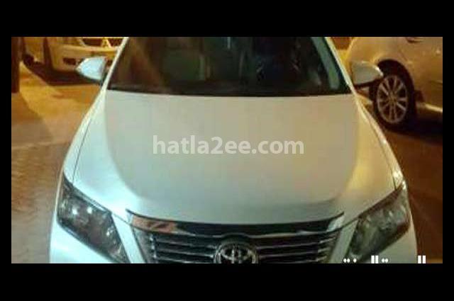 Aurion Toyota أبيض