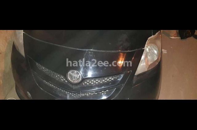 Yaris Toyota أسود