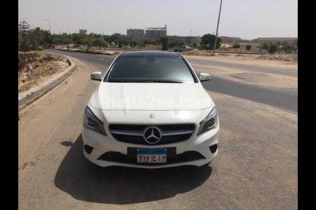 CLA 200 Mercedes أبيض