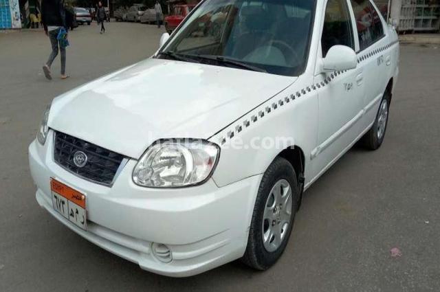 Verna Hyundai أبيض