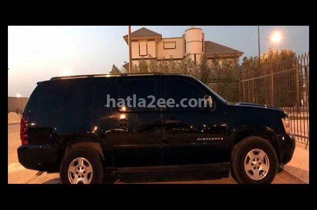 Suburban Chevrolet أسود
