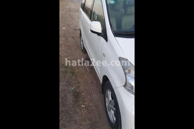 Avanza Toyota أبيض