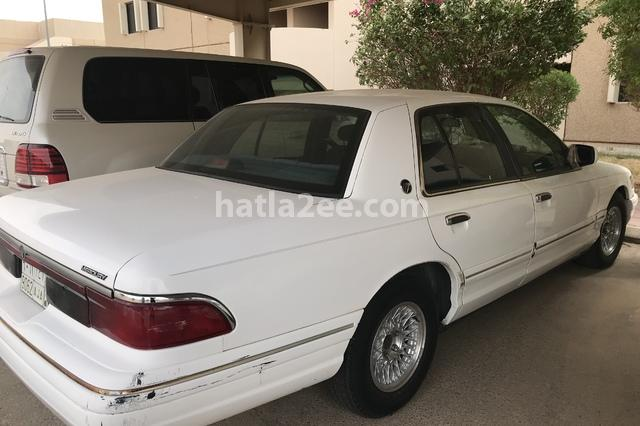 Grand marquis Ford أبيض