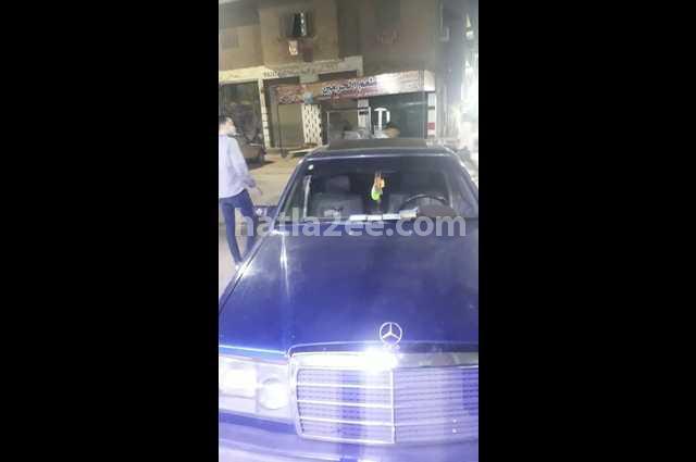 200 Mercedes الأزرق الداكن