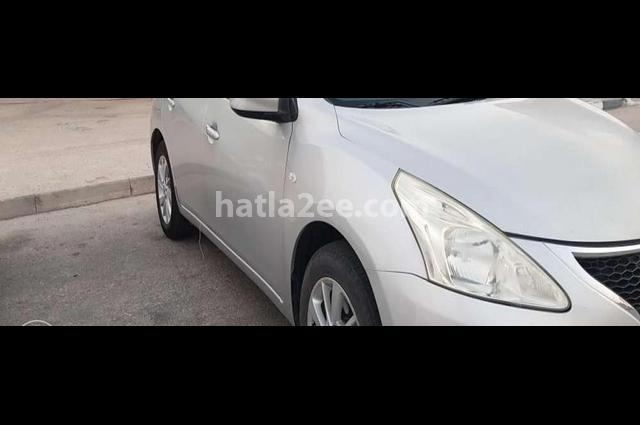 Tiida Nissan Silver