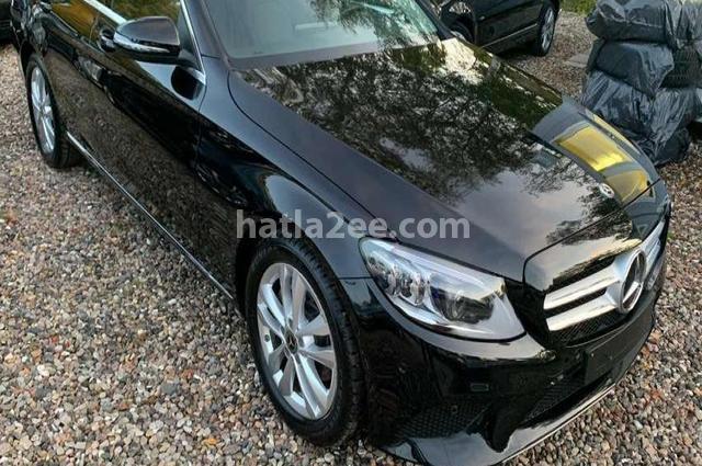 C 200 Mercedes أسود